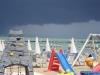 Giochi sotto la pioggia a Gabicce Mare