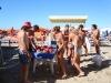 Famiglie con cocomero in spiaggia