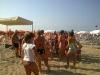 gruppo di famiglie in spiaggia a gabiccemare