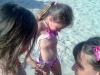 bimbi che giocano a gabicce mare