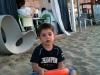 Bambino che gioca in spiaggia