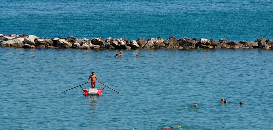 bagnino_in_mare_guardaspiaggia